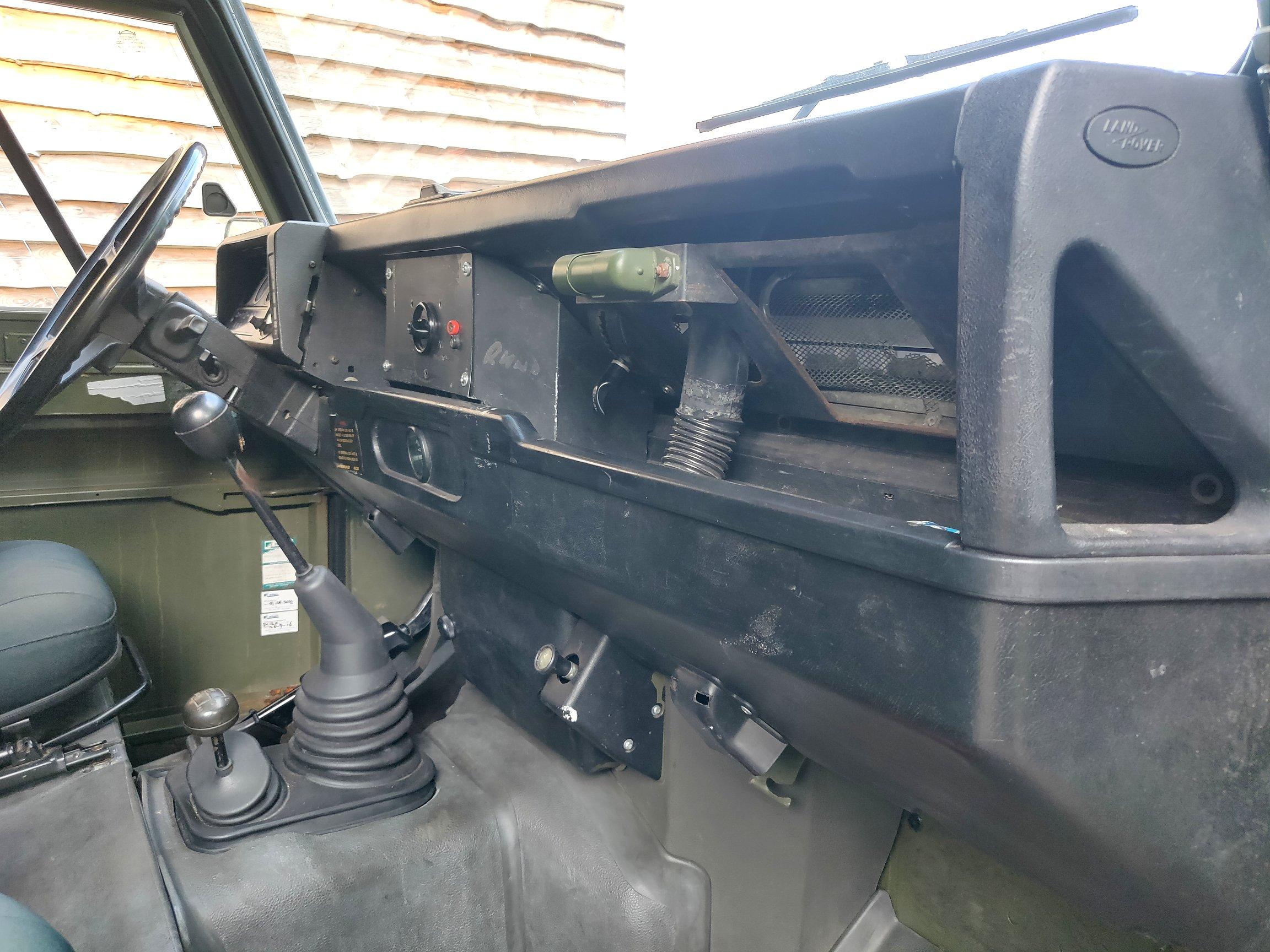 1986 LR LHD Defender Tithonus dash and trim.jpg